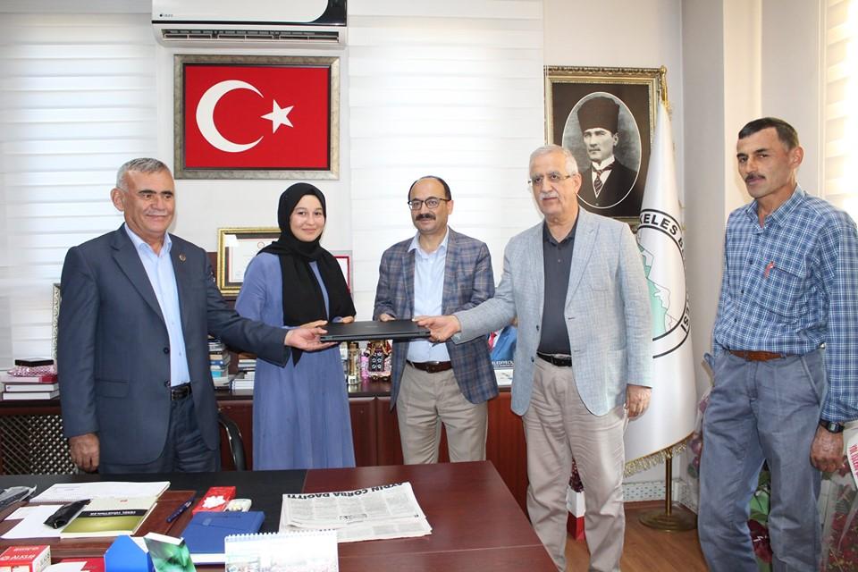 İlçemizin Eğitim Seviyesi Türkiye'de Parmakla Gösteriliyor